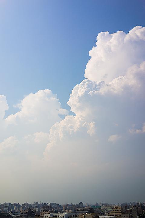 迫り来る雷雲