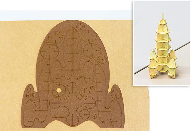 このような型紙から3Dロケットを組み立てます。