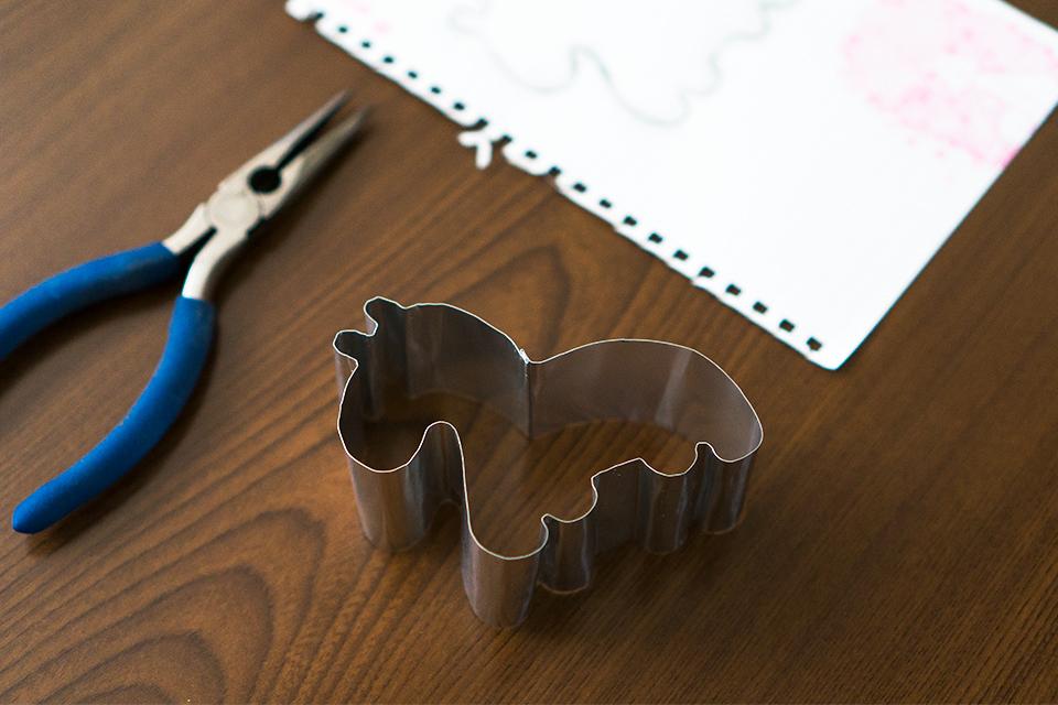 アルミ板で作った馬のクッキー抜き型