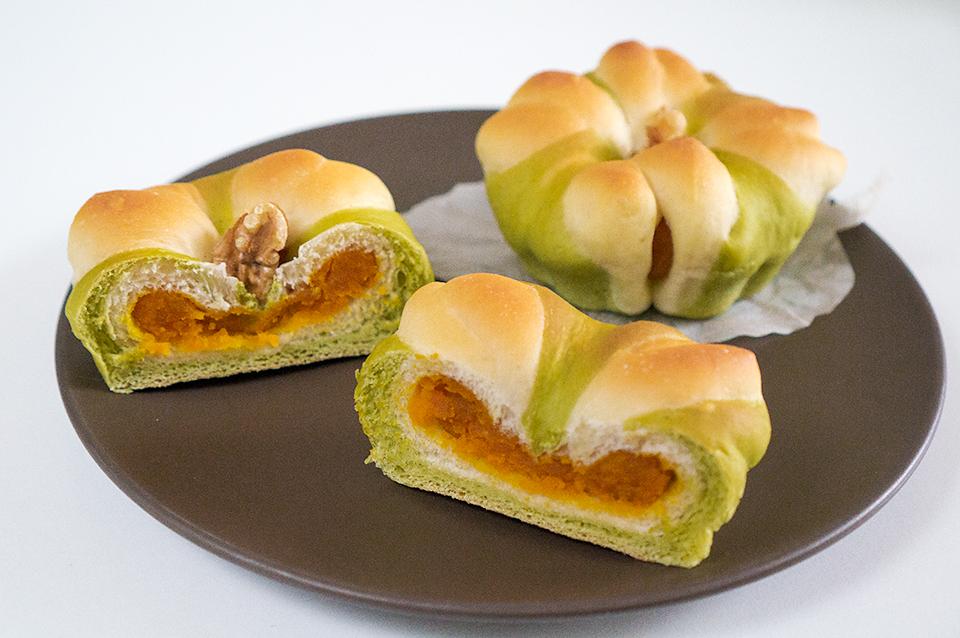 不気味な笑いのかぼちゃあんパン