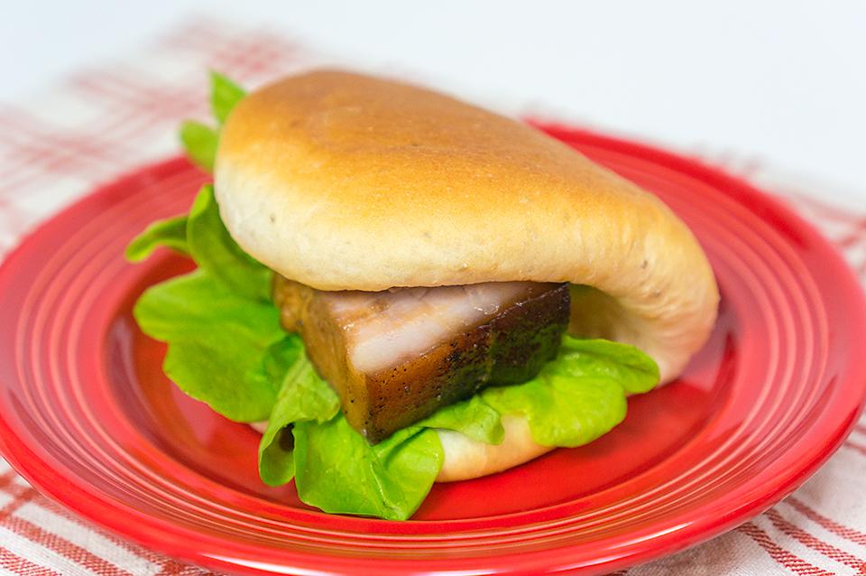 サルバチアパンのパオ風角煮サンド