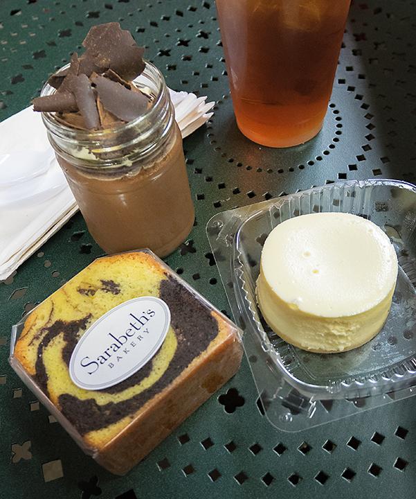 チョコレートプディングとマーブルケーキとチーズケーキ。