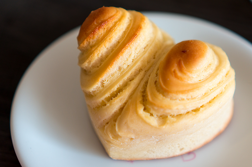 ハート型のミルキーロールパン