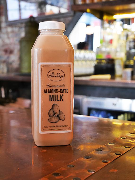 NYハイラインのバビーズで飲んだアーモンドミルク
