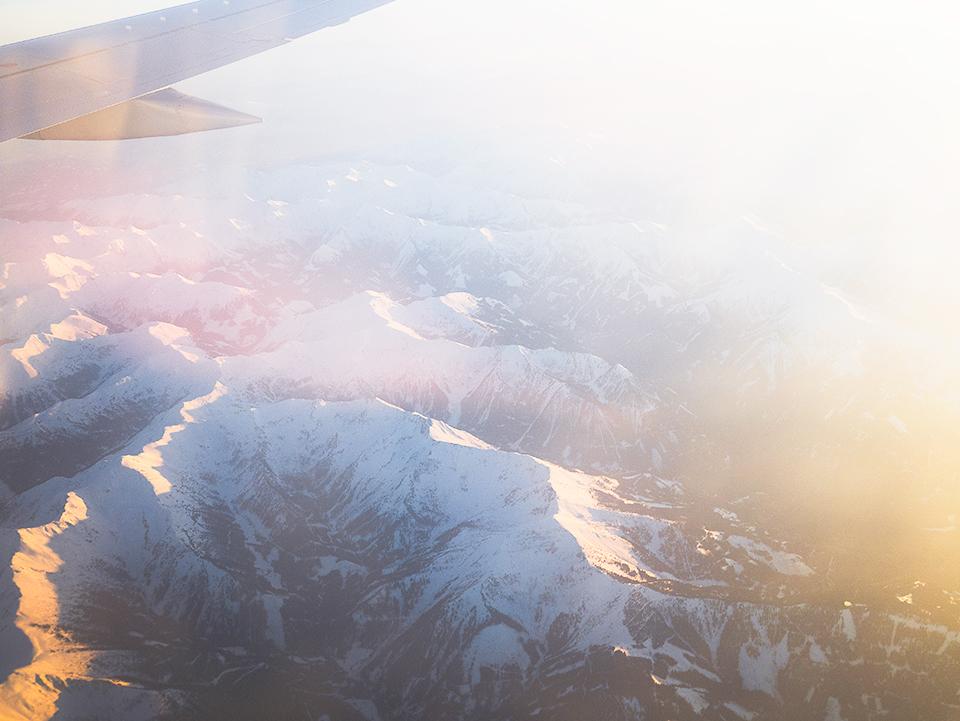 ザルツブルクが舞台の映画「サウンドオブミュージック」の、アルプスの空撮から静かに始まるオープニングを彷彿させます。まさにこの景色なのですね。