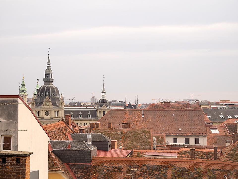 赤い屋根の街。