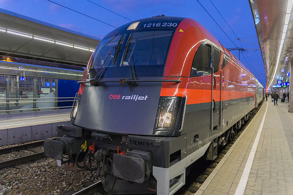 ウベベ(オーストリア鉄道)のレールジェット。誰がなんと言おうとかっちょええ!
