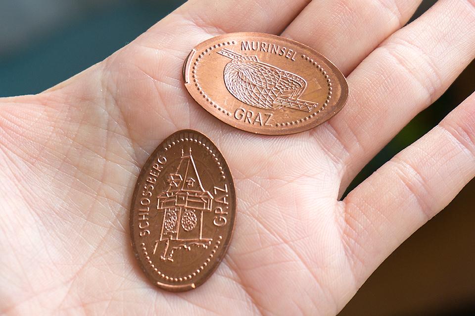Murinselと時計台がプレスされたコイン。