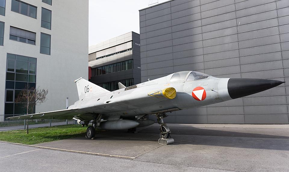 戦闘機見つけました。