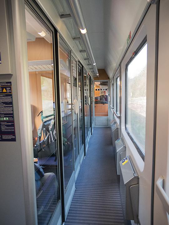 コンパートメント。欧州の列車というとこのイメージが強いです。これも2等車両。