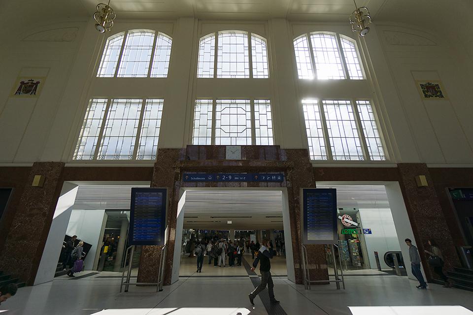 駅構内。とても新しくてきれい。