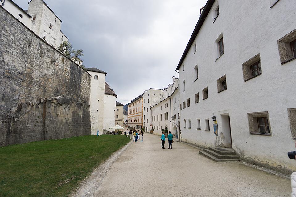 お城の中には街が。ドラクエの街の曲が流れてきそう。