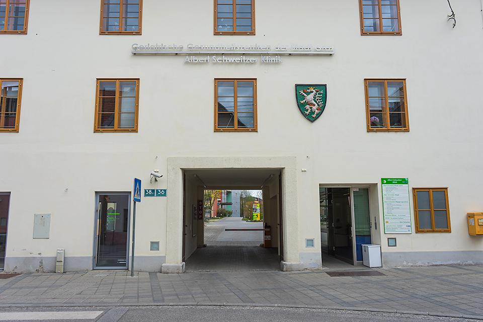 Albert Schweitzer Klinik病院。紋章がかっこいいです。