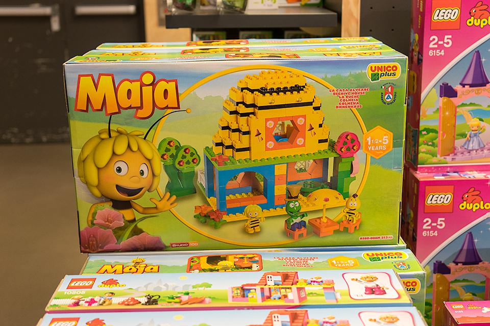 みつばちマーヤのブロック。3Dマーヤは朝の子ども番組で人気のようです。