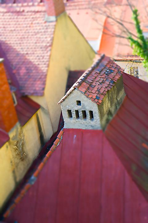赤い屋根をジオラマ風に。