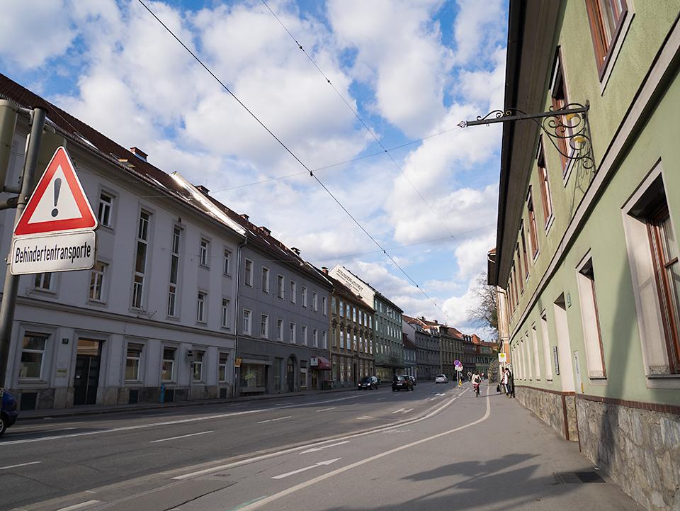 ヴィルケンブルクガッセ(Wickenburggasse)。城下町って感じです。