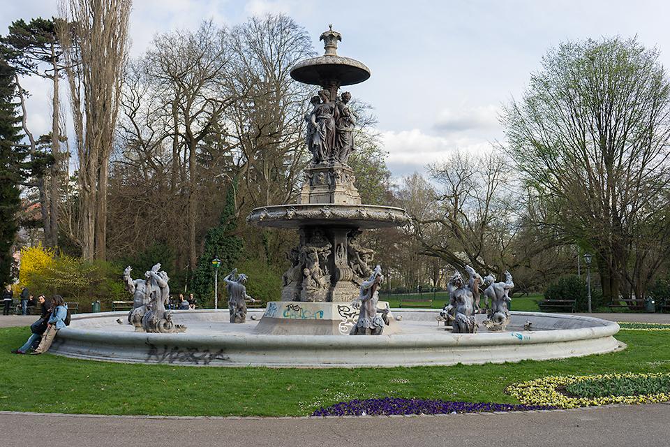 市立公園の噴水。