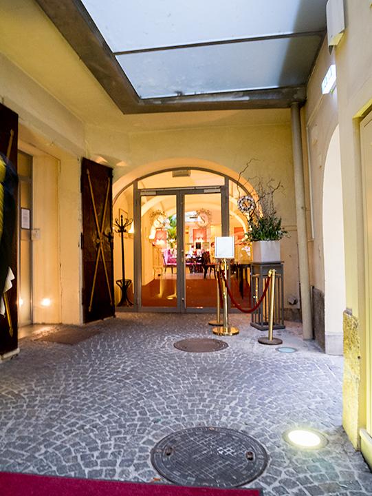 カフェ・ザッハー・グラーツの店内入り口。