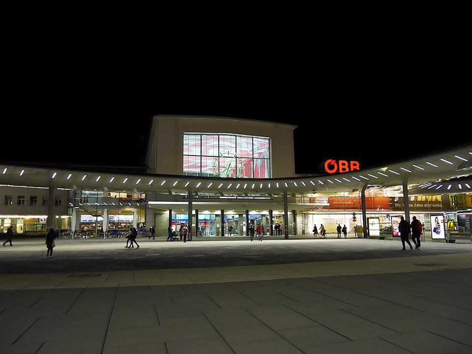 グラーツ中央駅前。