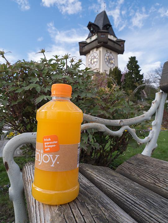 時計台とSPARで搾汁したオレンジジュース。