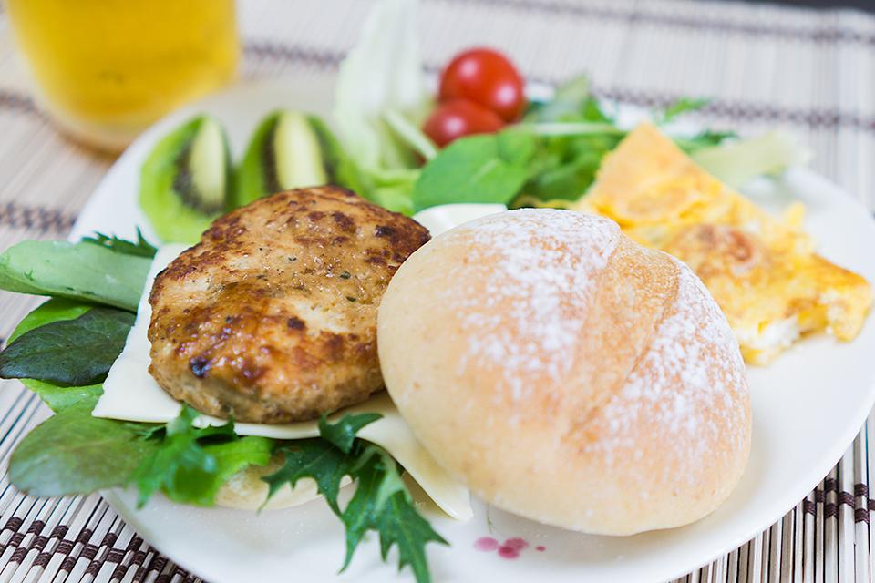 天然酵母パンの鶏テリバーガー