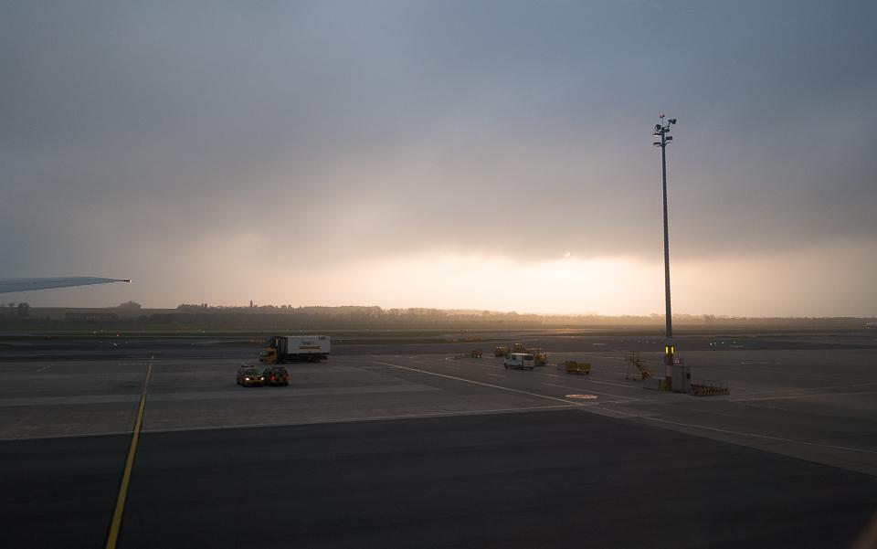 霧のウィーン空港