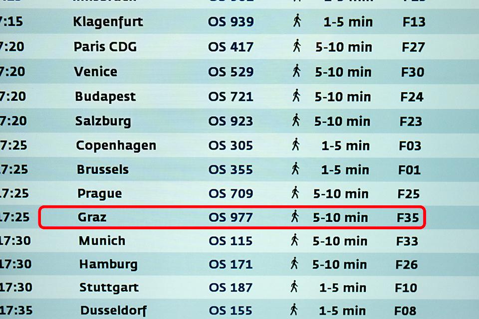 時刻表。F35までさらにここから歩いて5〜10分かかるんだと。