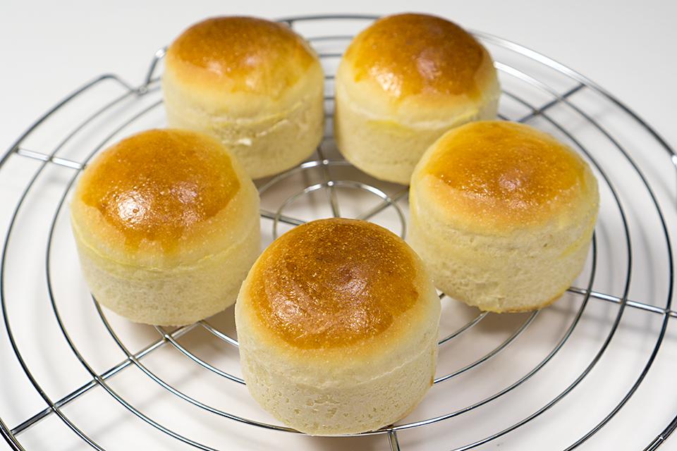 天然酵母のピーチカスタードクリームパン