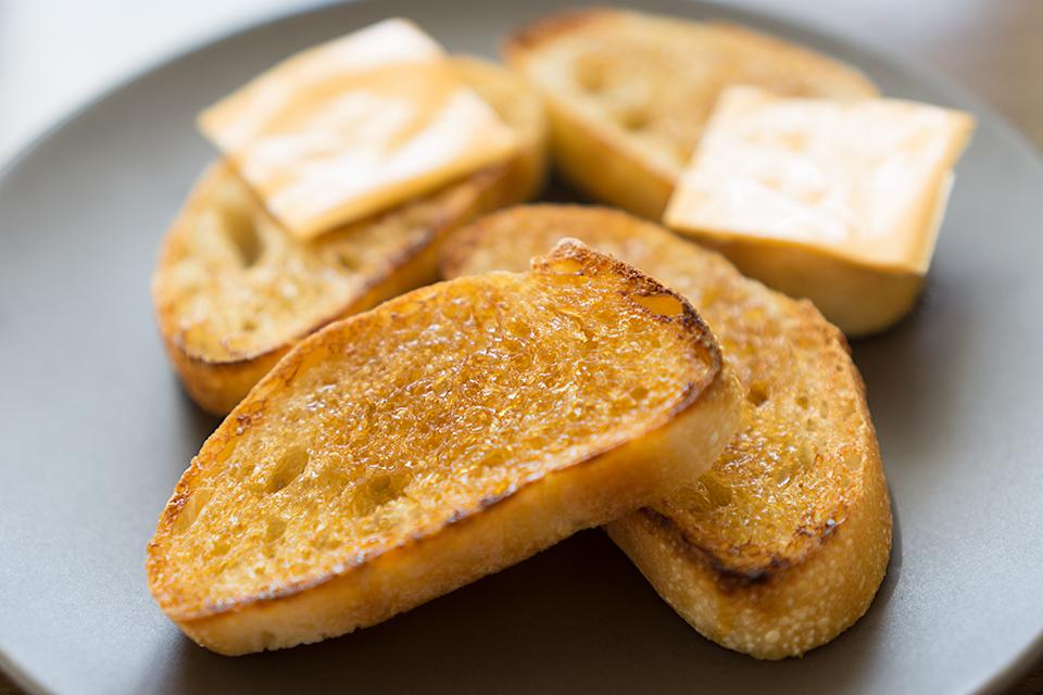 砂糖醤油のチーズのせブルスケッタ