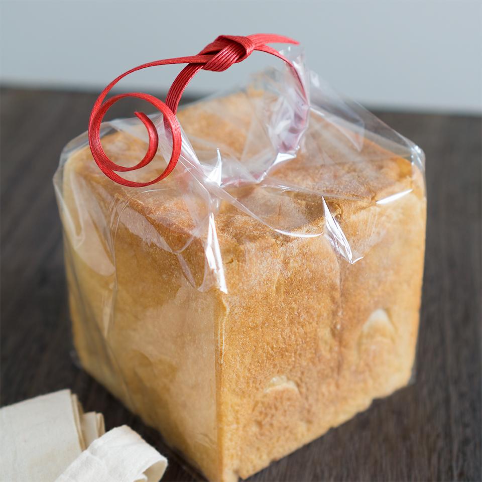 お米の袋を縛る方法で食パンをラッピング