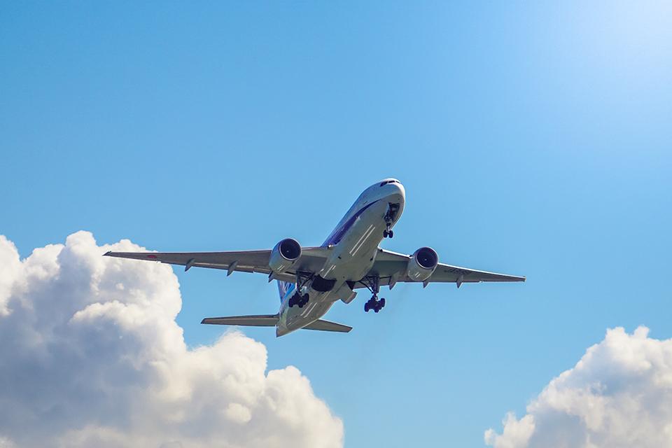 城南島から見た飛行機。