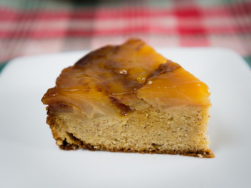 アップサイドダウンケーキ。りんごの汁がケーキにしみて食べ頃に。