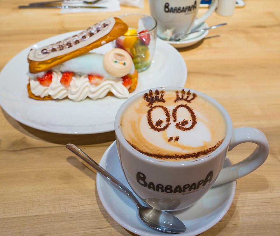 カフェ バーバパパのコットンキャンディエクレア