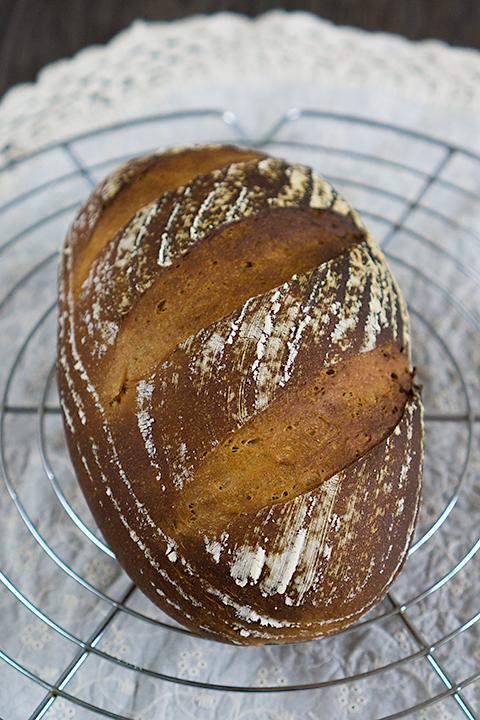 低温発酵のフォルサワーのライ麦パン