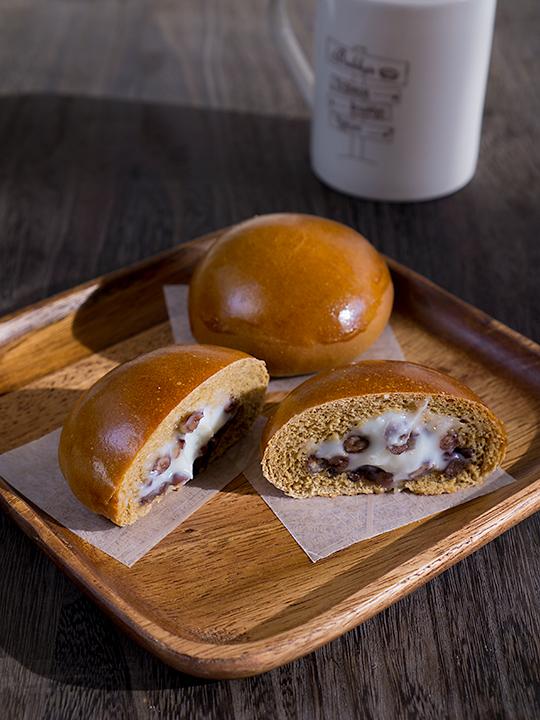 小豆コーヒーミルククリームパン